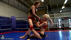 Ashley vs Alexa Wild in a kick-ass hardcore lesbian catfight