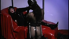 Latex loving mistress gives her pretty pet a lesson in obedience