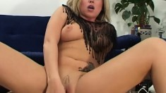 Curvaceous blonde Romana finds overwhelming pleasure in a sex machine