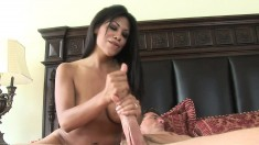 Cassandra Cruz knows how to please her boyfriend by working his dick