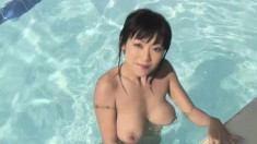 Stacked Jenny Reveals Her Fabulous Body And Rubs Her Pussy In The Pool