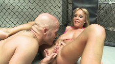 Busty blonde gets her peach devoured, fingered and fucked in the ring