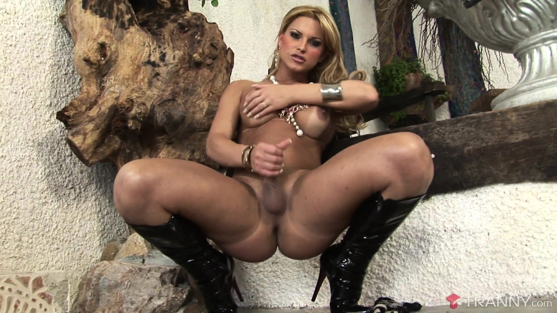 Buxom Shemale - Download Mobile Porn Videos - Buxom Tranny In Black Boots ...