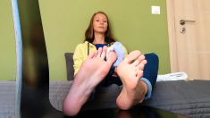 Tattooed Busty Brunette With Foot Fetish Does Hot Footjob